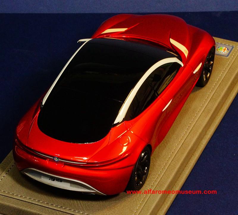[ 2013] Alfa Romeo Gloria Concept ( 1/18 )